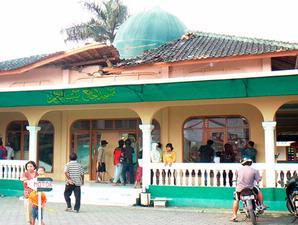kubah masjid runtuh di Sukabumi